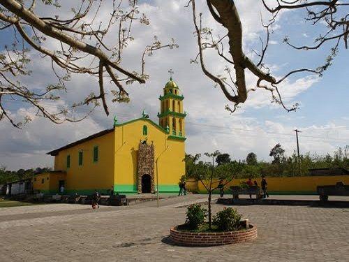 Paseo por Mexico Iglesia de Tatauzoquico en Tlatlauquitepec
