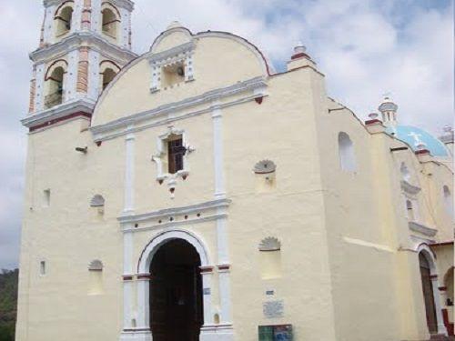Paseo por Mexico Templo dedicado a Nuestro Señor del Calvario en Tochimilco