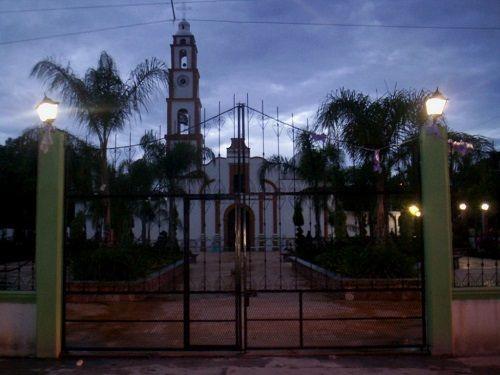 Paseo por Mexico La iglesia de San Juan Evangelista en Zacapala