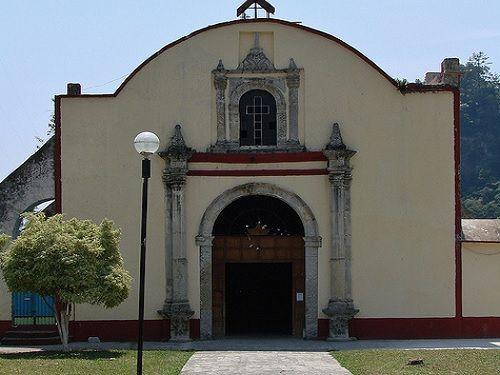 Paseo por Mexico Templo en advocación de la Virgen de la Natividad en Zapotitlán de Méndez
