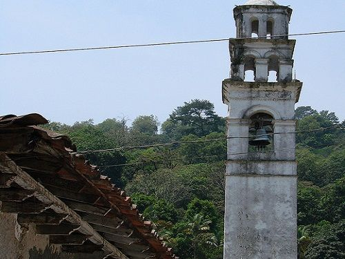 Paseo por Mexico Campanario Zapotitlán de Méndez