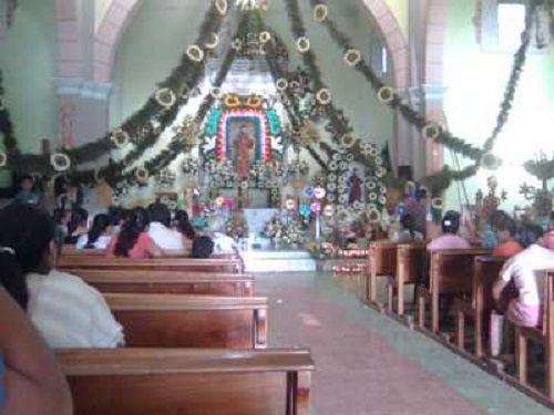 Paseo por Mexico Interior de la Iglesia de San Francisco de Asís en Zoquiapan