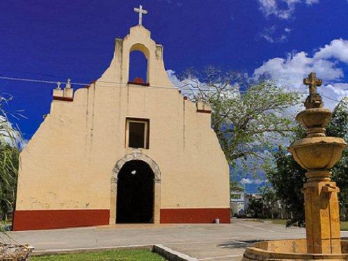 Paseo por Mexico Templo de San Joaquín en Bacalar