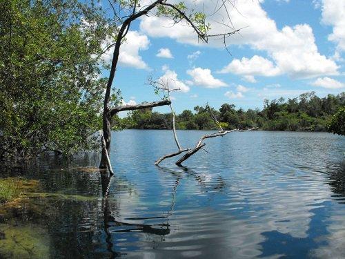 Paseo por Mexico Cenote Azul de Bacalar