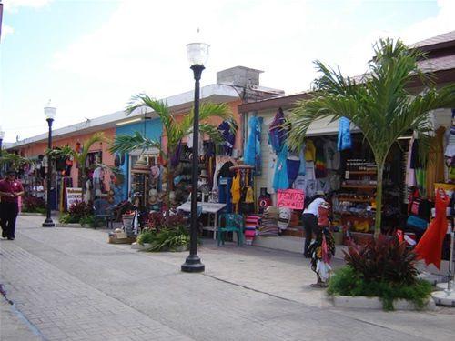 Paseo por Mexico Mercado de artesanías Puerto Morelos en Benito Juárez