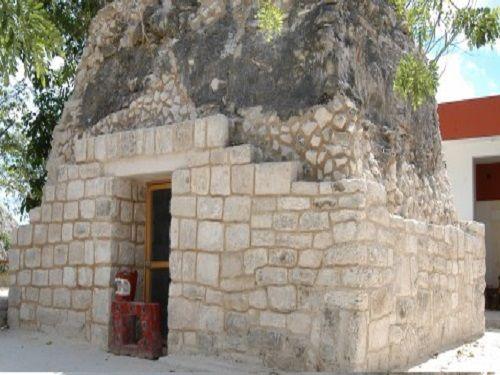 Paseo por Mexico Zona Arqueológica de El Cedral en Cozumel