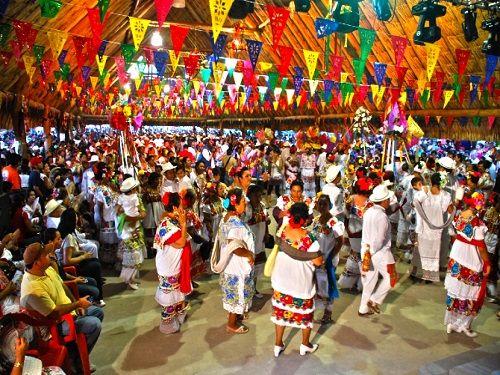 Paseo por Mexico Festival de El Cedral en Cozumel