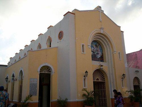 Paseo por Mexico Iglesia de San Miguel Cozumel