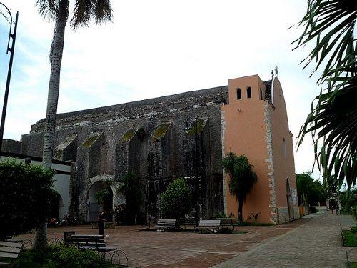 Paseo por Mexico Parroquia de la Santa Cruz en Felipe Carrillo Puerto