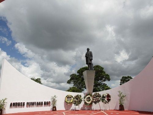 Paseo por Mexico Monumento a Andrés Quintana Roo en Othón P. Blanco
