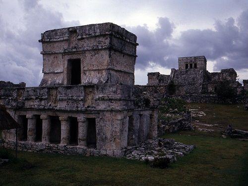 Paseo por Mexico El Templo de Los Frescos en Tulum
