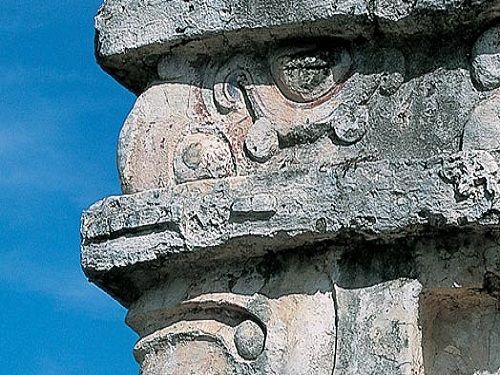 Paseo por Mexico Templo del Dios Descendente en Tulum