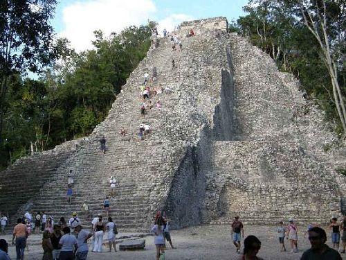 Paseo por Mexico Pirámide de Nohoch  en Tulum