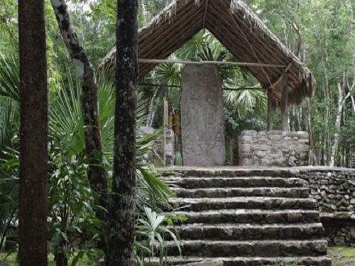 Paseo por Mexico La Estela 1 de Cobá en Tulum