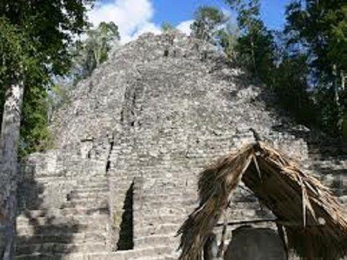 Paseo por Mexico Templo de la Iglesia Cobá en Tulum