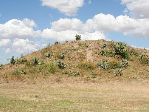 Paseo por Mexico Zona arqueológica Los Cerritos en Calpulalpan